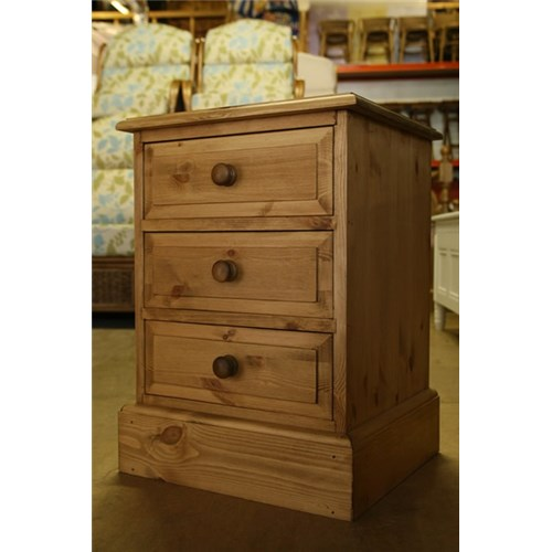 Pine Bedside Tables Cheap Waxed Solid Pine 3 Drawer Pine Bedside Cabinet  Kennedys .